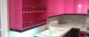 Lacado de puertas de cocina en rojo y negro
