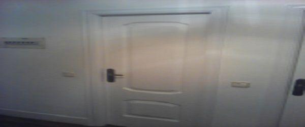 Lacado de puertas de paso en blanco