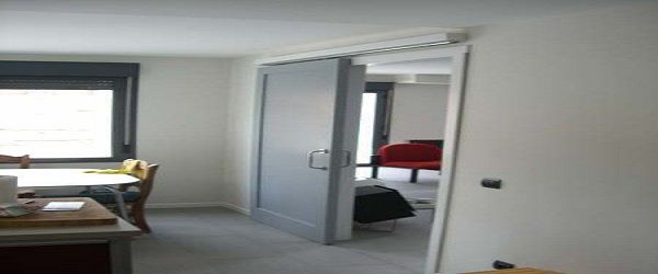Lacado de puertas en gris y cerco en blanco
