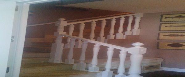 Lacado de barandillas en blanco