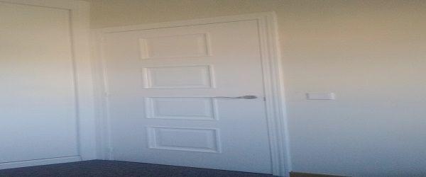 Lacado de puertas en blanco