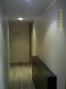 Esmalte color marron grisacio en pasillo de Vicalvaro 10