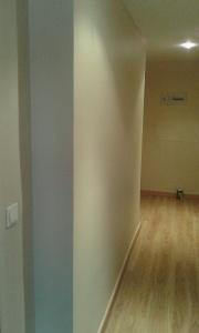 Esmalte color marron grisacio en pasillo de vicalvaro (11)