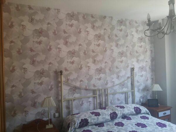 Pintores en Coslada – Instalar Papel Pintado en Dormitorio y Entrada – Roberto