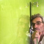 Reflejos sobre estuco veneciano verde paredes wc (1)