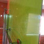 Reflejos sobre estuco veneciano verde paredes wc (14)