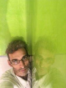 Reflejos sobre estuco veneciano verde paredes wc (2)