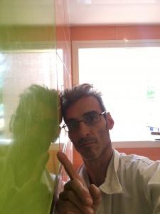 Reflejos sobre estuco veneciano verde paredes wc (9)
