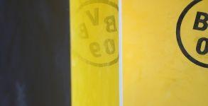 Muestras Estuco Negro y Amarillo con Escudo (15)