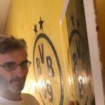 Muestras Estuco Negro y Amarillo con Escudo (7)