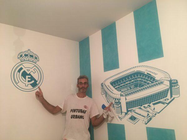 Pintores en Madrid – Estuco Futbol Real Madrid a Rayas Blancas y Turquesa con Cera